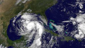 En satellitbild av orkanen Nates framfart
