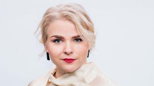 Toimittaja Lena Nelskylä.