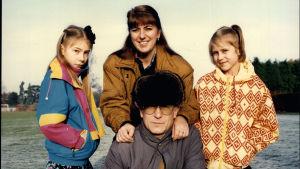 Oleg Gordijevski med fru och döttrar i London.