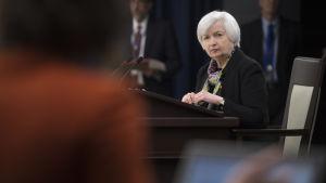 Fed-chefen Janet Yellen håller presskonferens efter räntebeskedet den 16 mars 2016.