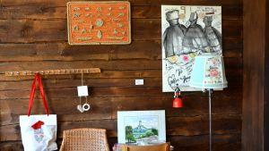 Konstverk på väggen i Tellina.