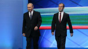 Dmitrij Medvedev och Vladimir Putin på Enade Rysslands partikongress i juni 2016
