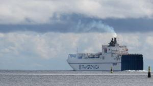 Ett fartyg ute på havet.