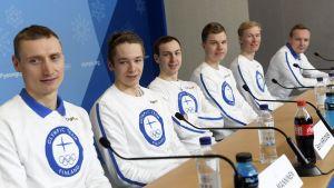 Landslaget i nordisk kombination på en presskonferens