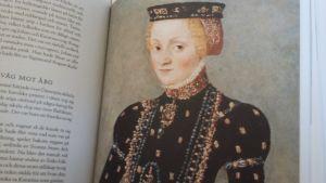 Katarina Jagellonicas svarta sammetsklänning har återskapats för tidsresor i Ekenäs