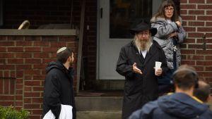 Invånare i området  nära den synagoga i Pittsburgh där skjutningen ägde rum