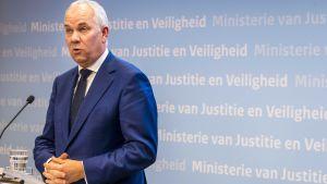 Den nederländska antiterrorenhetens chef Pieter-Jaap Aalbersberg säger att skjutningen verkar har varit en terrorattack