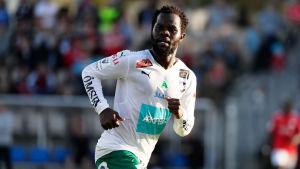 Amos Ekhalie spelar för IFK Mariehamn.