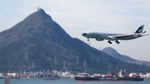 En stor del av Hongkongs åtta miljoner invånare är utlänningar, bland annat från Filippinerna, USA, Storbritannien och Kanada