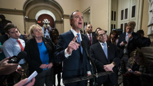 Ledaren för åklagarteamet Adam Schiff talade med journalister i samband med en paus under tisdagens session.