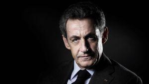 Frankrikes ex-president Nicolas Sarkozy misstänks bland annat för att ha försökt muta en domare i utbyte mot information.