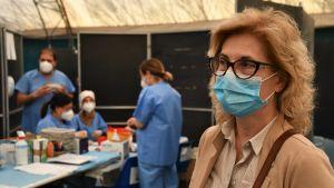 Italiensk sjukvårdschef i ett vaccinationscentrum i Ancona