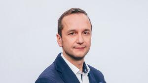 Toimittaja Heikki Valkama.
