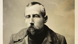 Porträtt av polarforskaren Roald Amundsen år 1906.