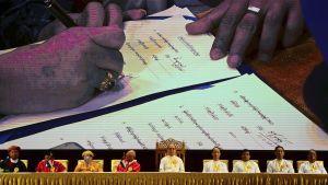 Undertecknande av avtal i Burma