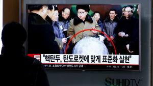Nordkoreas ledare Kim Jong Un hävdade att man har utvecklar kapacitet att avfyra ballistiska missiler med kärnstridsspetsar, något som omvärlden betvivlar