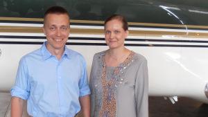 Atte och Leila Kaleva omedelbart efter hemkomsten till Finland