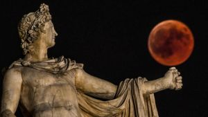 Apollo med blodmånen
