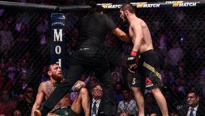 Conor McGregor nere för rkäning mot Khabib Nurmagomedov.
