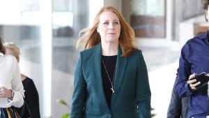 Svenska Centerpartiets ordförande Annie Lööf iklädd grön jacka.