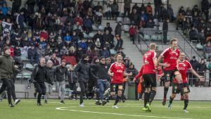 HIFK firar avancemang.