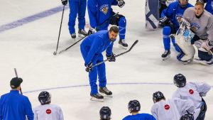 Jussi Ahokas är chefstränare i det finska laget.