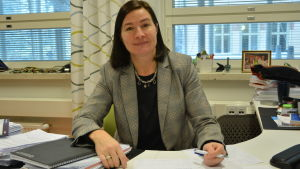 Vasa gymnasiums rektor Anne Levonen vid sitt skrivbord
