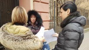 En grupp aktivister som vill skydda Bajkalsjön samlades i Sankt Petersburg