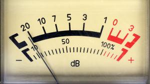 En gammaldags decibelmätare.