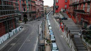 Gatorna i regionen Kampaniens huvudstad Neapel gapar tomma på grund utegångsförbudet som infördes över hela Italien den 10 mars.