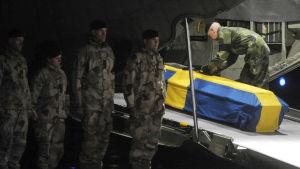Den svenska soldaten Kenneth Wallin dog i  Mazar-i Sharif i Afghanistan den 16 oktober 2010.