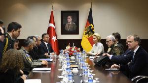 Möte mellan Turkiet och Tyskland på Incirlik-basen i Turkiet.