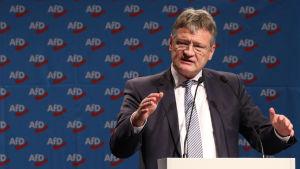 Jörg Meuthen håller ett tal på partikongressen i Hannover.