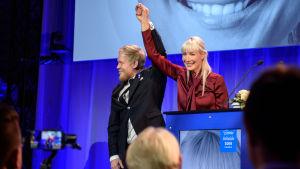 Laura Huhtasaari som presidentkandidat på Sanninfinländarnas valvaka 2018
