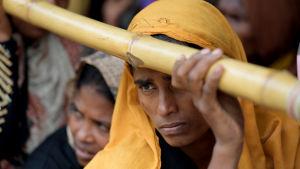 Rohingyaflyktingar vid ett läger i Bangladesh.