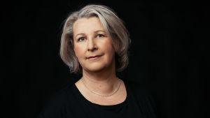 Profiilikuva MOT:n toimittajasta Tiina Lundellista.