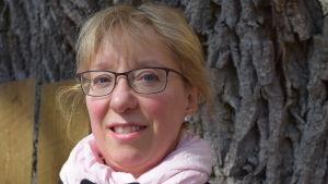 En kvinna som heter Maria Eriksson.