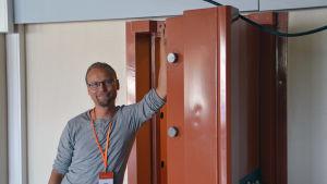 Bild på Tommi Paju som är ungdomsledare i Pyttis.