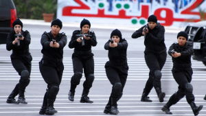 Kvinnliga poliser i Kuwait i samband med en examensceremoni för polisofficerare
