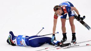 Krista Pärmäkoski och Jessica Diggins i hetluften vid VM.