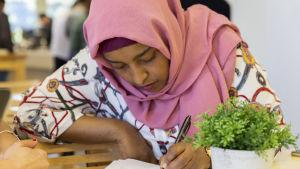 Sadio Abdiramaan studerar till skolgångsbiträde på yrkesinstitutet Careeria.