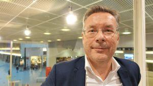 Närbild på Peter Forsström som är ordförande för Finlands resebransch förbund.