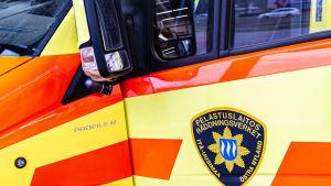 Närbild på ambulans
