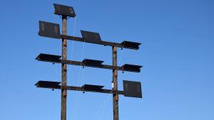 Svarta luckor på ett torn, en optisk telegraf.