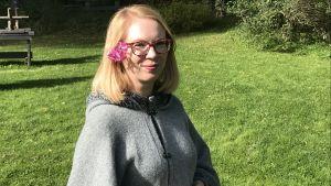 Maria Turtschaninoff i trädgården
