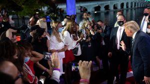 President Trump pratade en stund med publiken när NBC:s utfrågning var över.