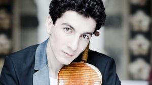 viulisti Sergei Hatsatrjan