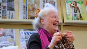 Desirée Kantola leder stickcaféet i Tessjö.