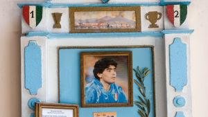 Ett fotbollsaltare för Maradona i Neapel