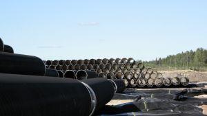 Rördelar lagras i Kotka då Nord Stream vill bygga ett gasrör från Ryssland till Europa.
